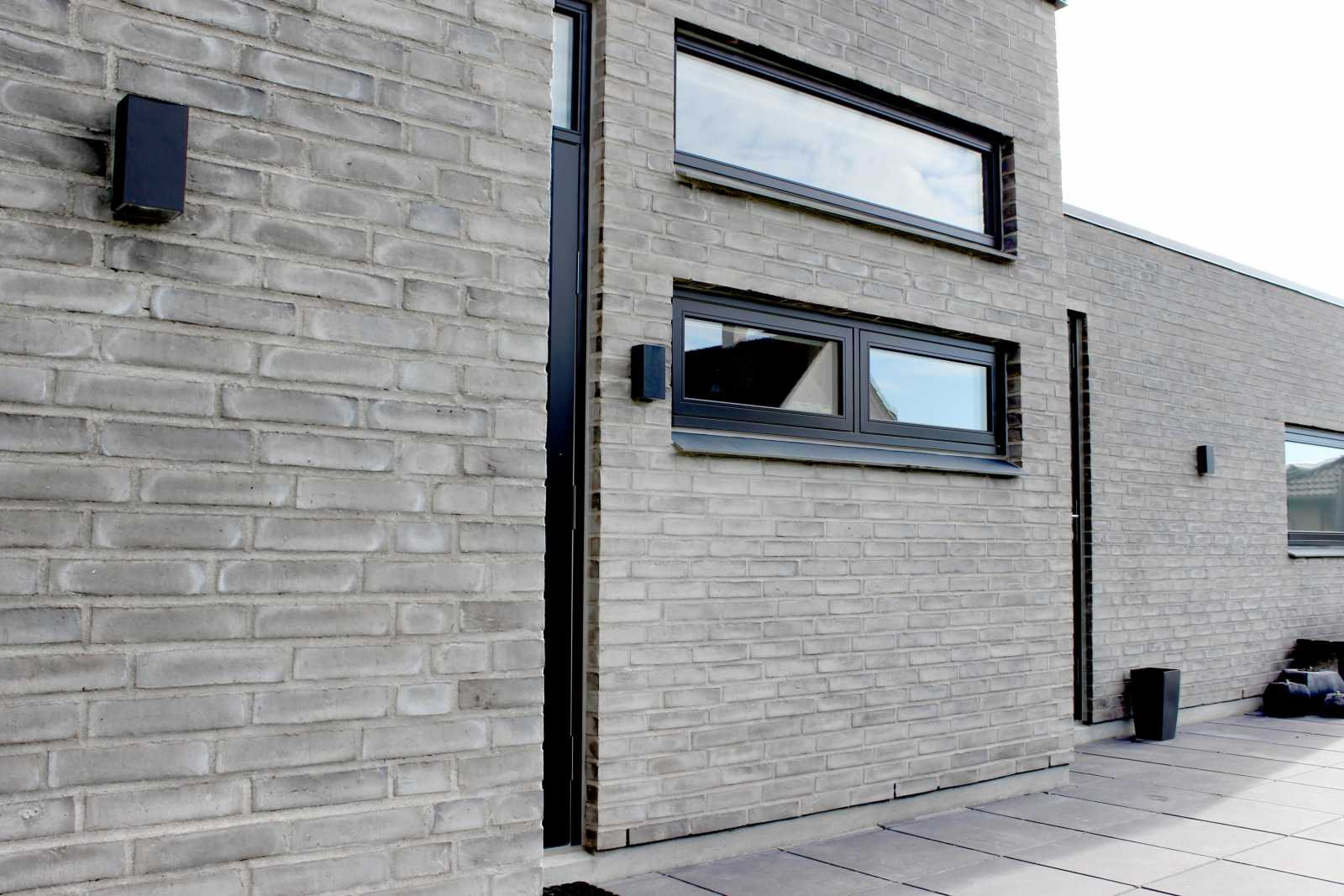 Herning Murerforretning har bygget dette helt igennem lækre hus. Huset er bygget med fokus på et miljøvenligt energi forbrug.